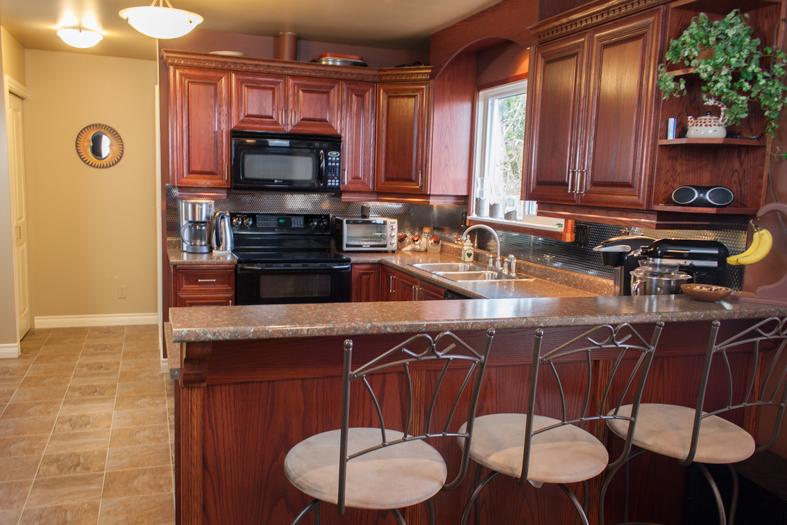 custom-kitchen-island-victoria